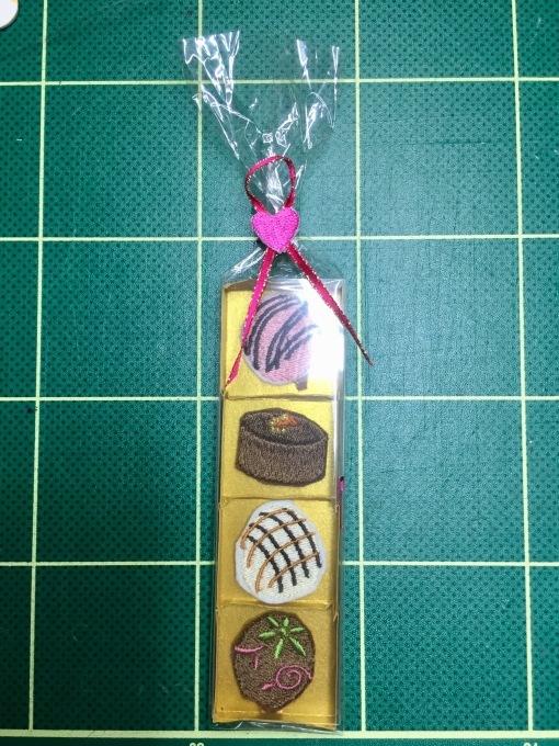 4個入り刺繍チョコ箱寸法_e0385587_12503129.jpeg