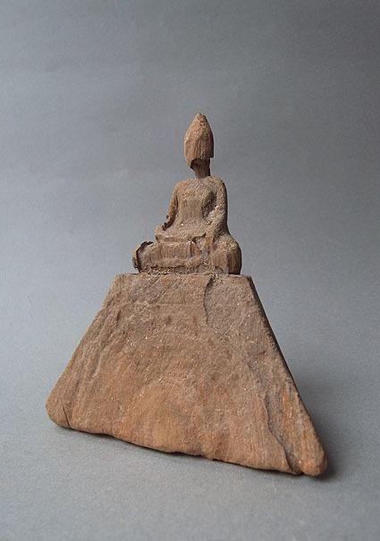 ピラミッドのような_e0111789_11195837.jpg