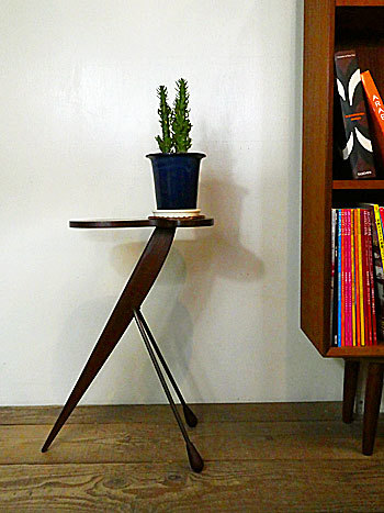 side table with ashtray_c0139773_17200107.jpg
