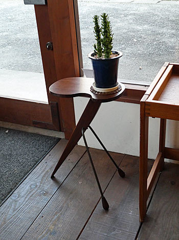 side table with ashtray_c0139773_17201540.jpg
