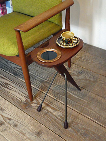 side table with ashtray_c0139773_17203722.jpg