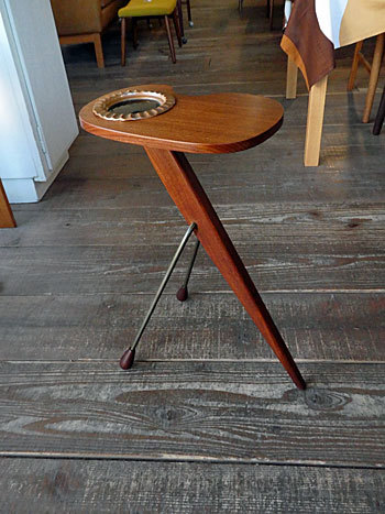 side table with ashtray_c0139773_17205214.jpg