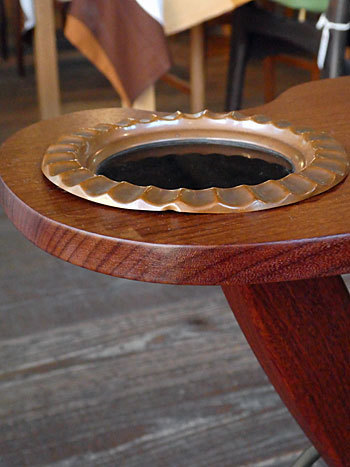 side table with ashtray_c0139773_17211703.jpg
