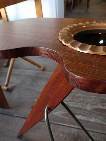 side table with ashtray_c0139773_17213225.jpg