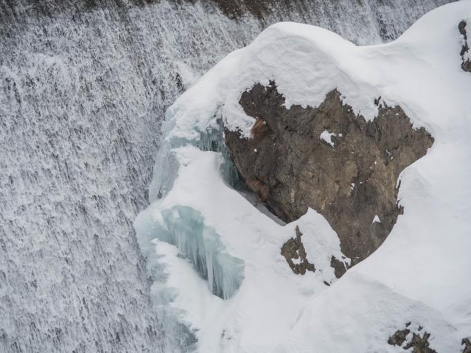 2月晴れて風の強い日・・村道を通ってピョウタンの滝へ_f0276498_23330039.jpg