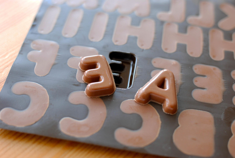 チョコレートの文字_e0175918_15513615.jpg