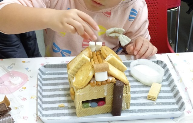 お菓子の家_e0317274_18533001.jpg