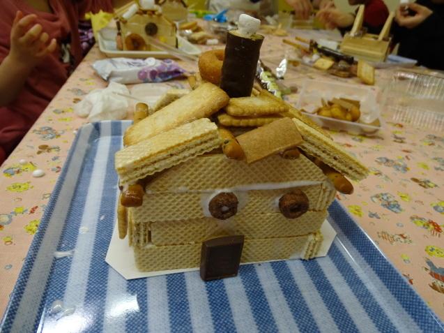 お菓子の家_e0317274_18553450.jpg