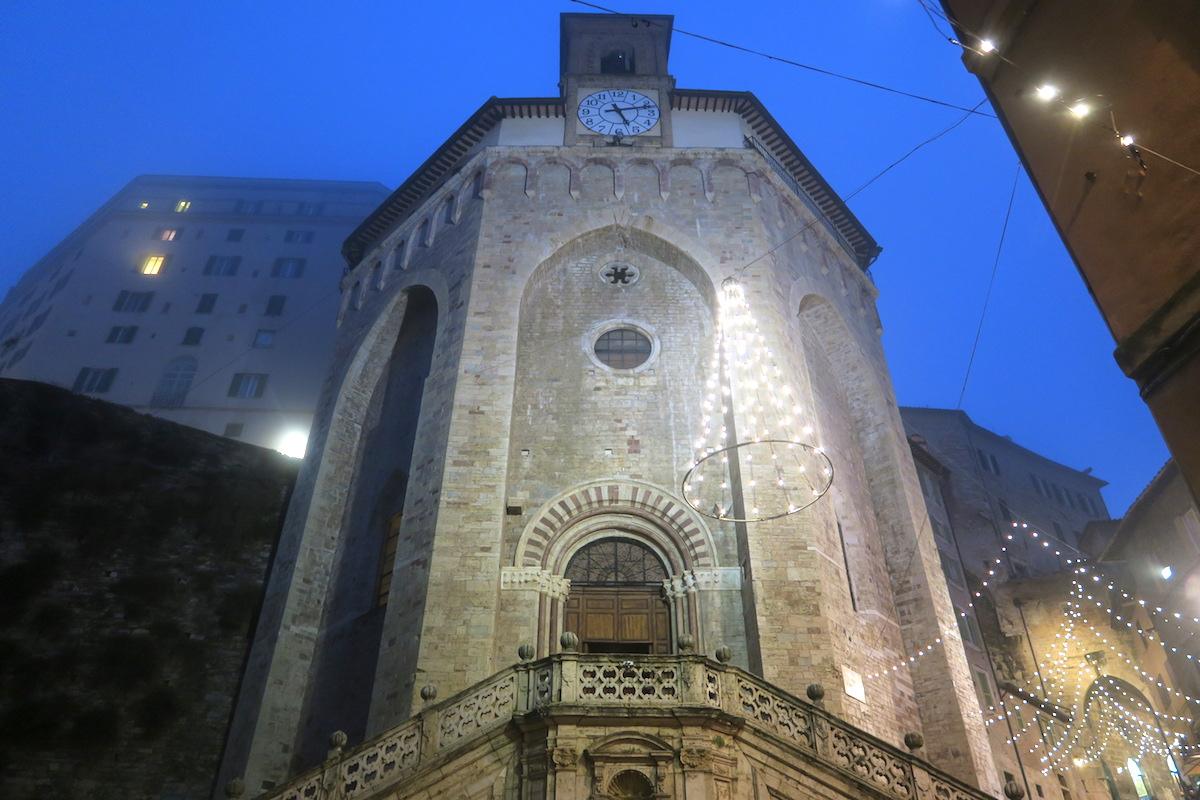 ペルージャ守護聖人 聖コスタンツォの日とそのお菓子_f0234936_84272.jpg