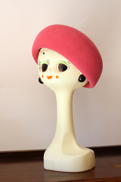 お教室で作ったお帽子~イチゴミルク色のトーク~_e0333647_14303286.jpg
