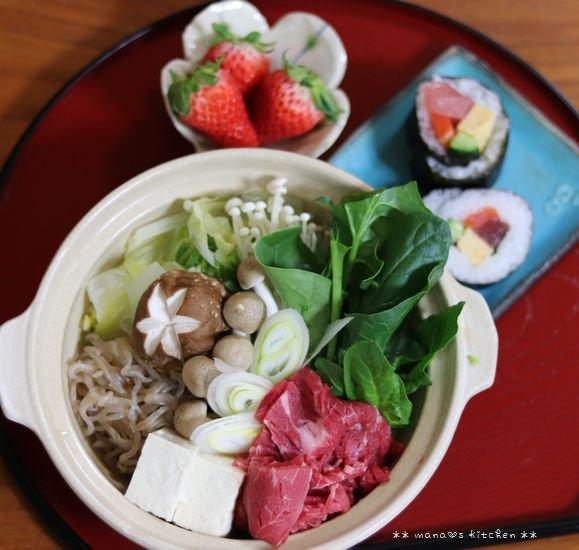 月曜鮭弁 ✿ すき焼きと太巻き(≧з≦)b_c0139375_1204187.jpg