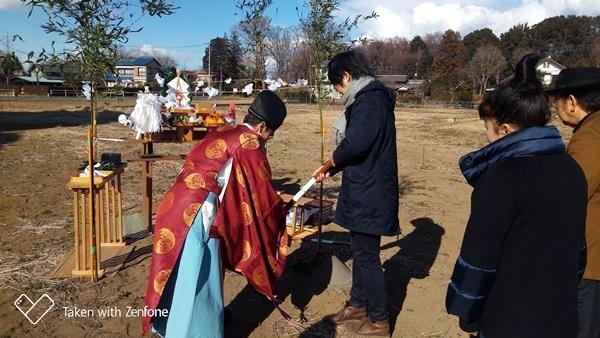 地鎮祭です。工事が始まります。_a0076877_22195594.jpg