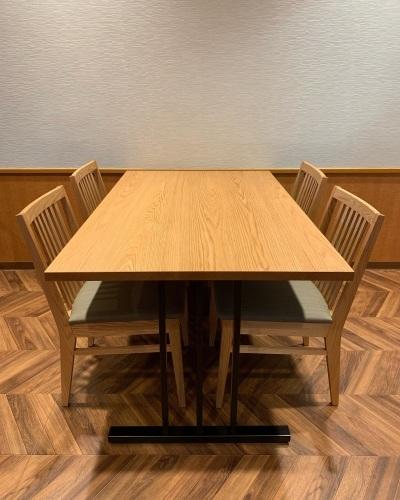 HK TABLE & HK CHAIR_c0146581_00062356.jpg