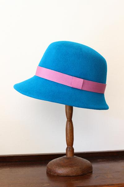 お教室で作ったお帽子~ロイヤルブルーのチロル帽~_e0333647_15292193.jpg