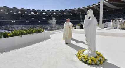 ローマ法王、UAEでミサ 13万5千人が参加/ 画像_b0003330_1172149.jpg