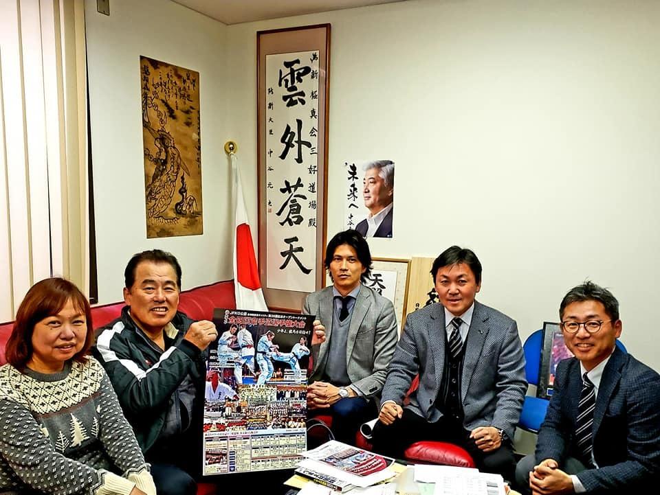 吉倉社長から、村上祭りの「竹山選手還暦祝い、引退セレモニー」の写真を送って頂きました。_c0186691_10104112.jpg