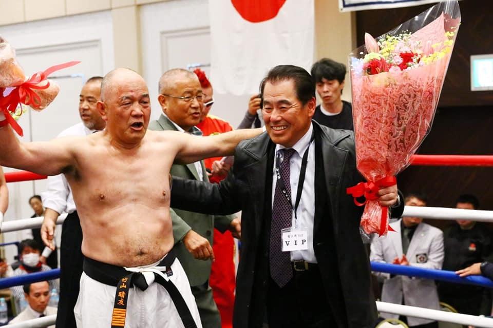 吉倉社長から、村上祭りの「竹山選手還暦祝い、引退セレモニー」の写真を送って頂きました。_c0186691_10131497.jpg