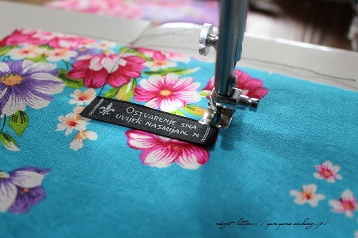 仕上がりがきれいな『アクセントタグ』の縫い付け方(コットンタイム3月号掲載)_f0023333_21411049.jpg