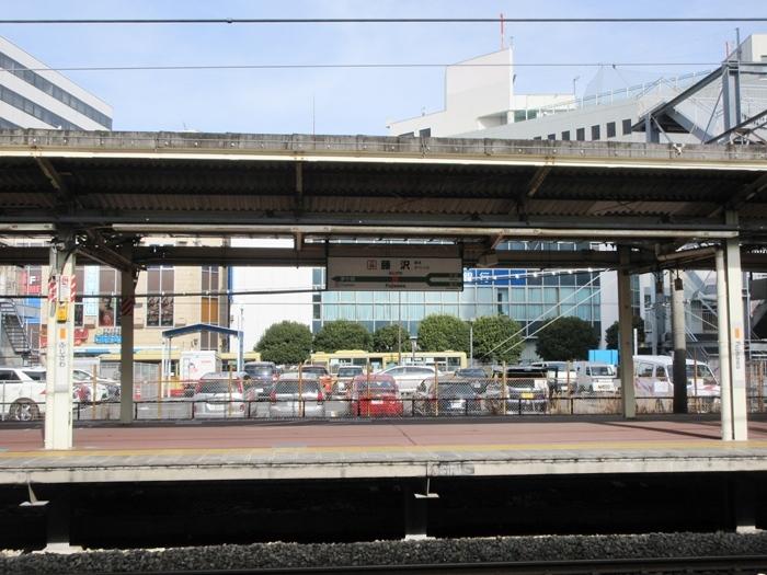 【湘南ライナー1号】スーツ青年が下りたココが藤沢駅ライナーホームです_b0009849_14390324.jpg