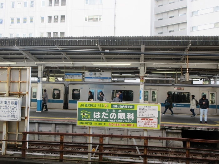 【湘南ライナー1号】スーツ青年が下りたココが藤沢駅ライナーホームです_b0009849_14440173.jpg