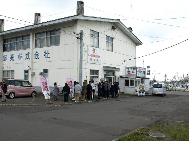 マルトマ食堂 その88(生ホッキ+生姜焼き丼)_d0153062_14534895.jpg