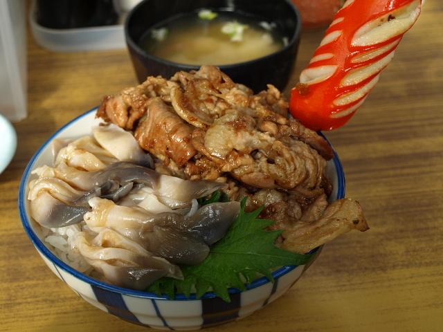 マルトマ食堂 その88(生ホッキ+生姜焼き丼)_d0153062_14550985.jpg