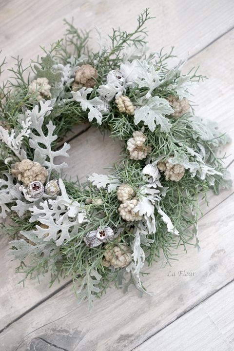 white wreath_f0127281_09031548.jpg