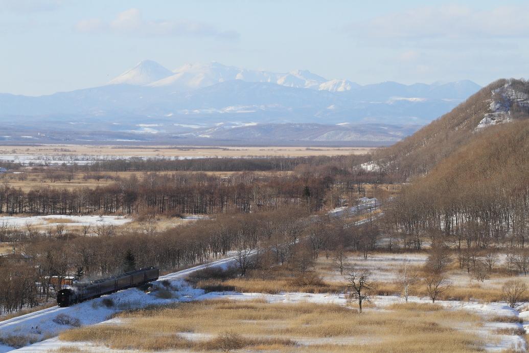 雌阿寒岳と釧路湿原を望む - 2017年・釧網線 -_b0190710_22171323.jpg