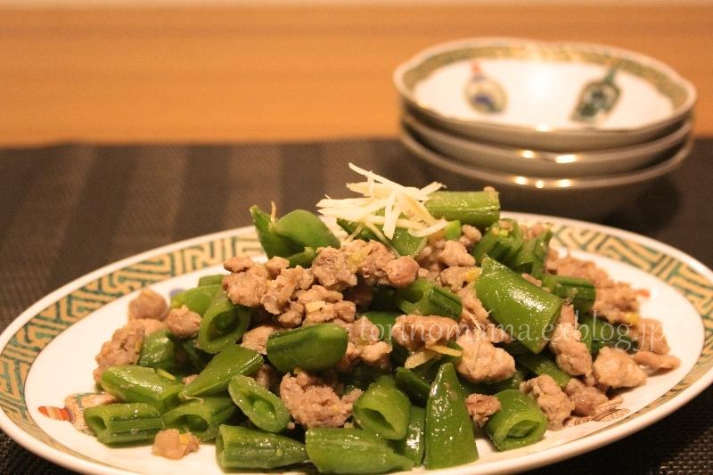 スナップエンドウと豚の炒め物_e0360552_22470458.jpg