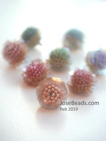 Crochet flower ball_e0232055_14524066.jpg