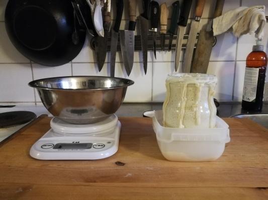 小麦粉で自家製酵母 サワードウ_d0090294_17002777.jpg