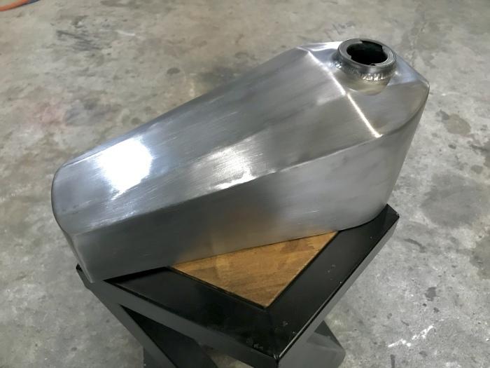 SR400シッシーバー製作とボルトオンコフィンタンク_e0365651_07495801.jpg