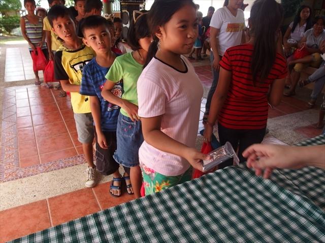 2018年フィリピン マリンドォケ島3地域 友好支援配布イベントのご報告_e0135675_13105176.jpg