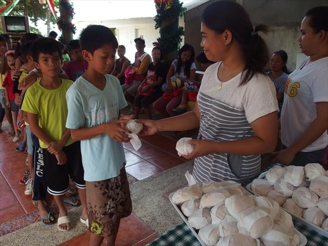 2018年フィリピン マリンドォケ島3地域 友好支援配布イベントのご報告_e0135675_13105192.jpg