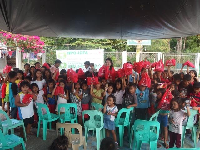 2018年フィリピン マリンドォケ島3地域 友好支援配布イベントのご報告_e0135675_13202044.jpg