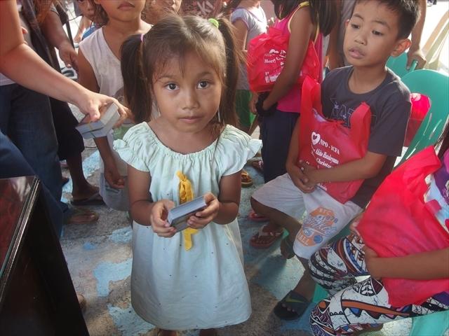 2018年フィリピン マリンドォケ島3地域 友好支援配布イベントのご報告_e0135675_13202054.jpg