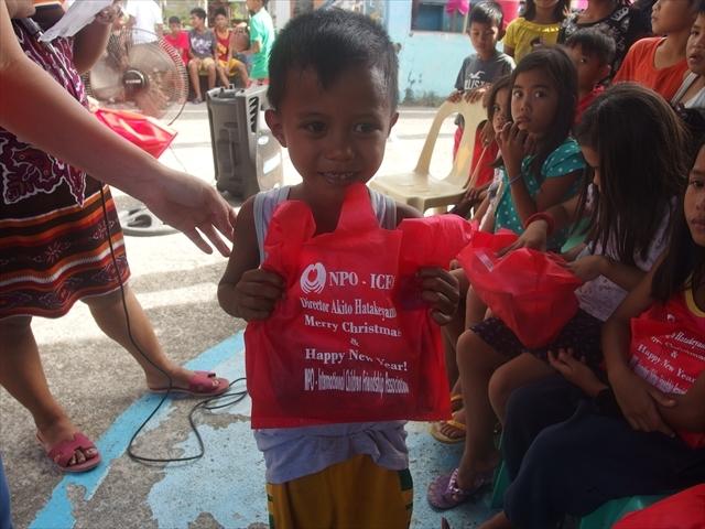 2018年フィリピン マリンドォケ島3地域 友好支援配布イベントのご報告_e0135675_13202059.jpg