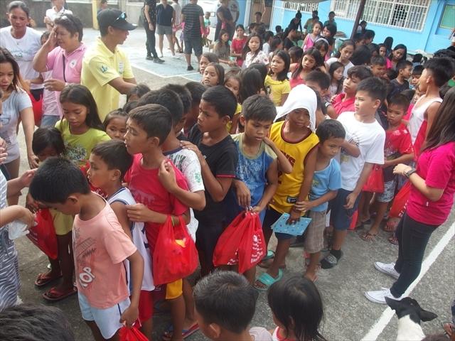 2018年フィリピン マリンドォケ島3地域 友好支援配布イベントのご報告_e0135675_13253281.jpg