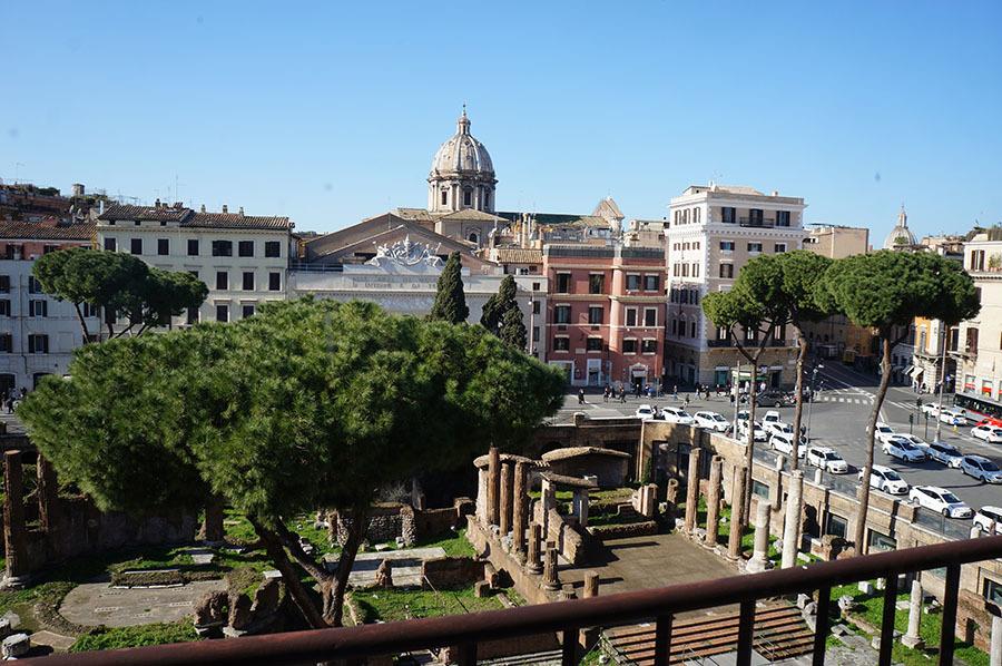 ローマのアパートあれこれ_f0106597_06584303.jpg