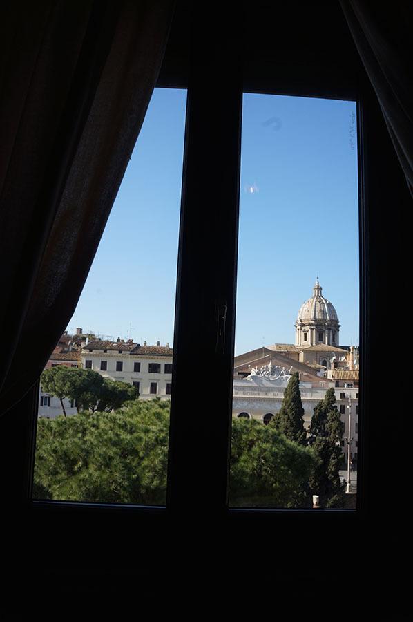 ローマのアパートあれこれ_f0106597_06584343.jpg