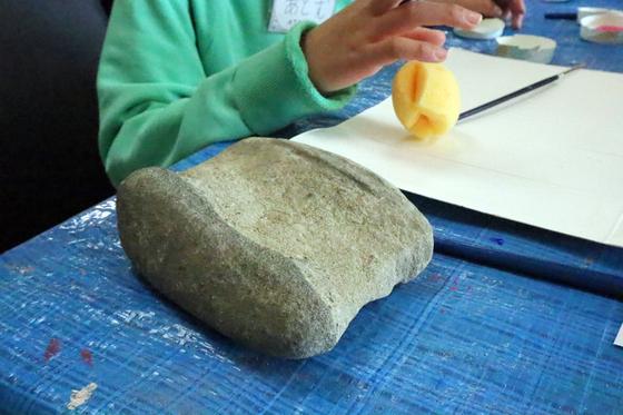 第4回こども美術教室 ~ 石に描いてペーパーウェイト ~_e0222340_1426331.jpg
