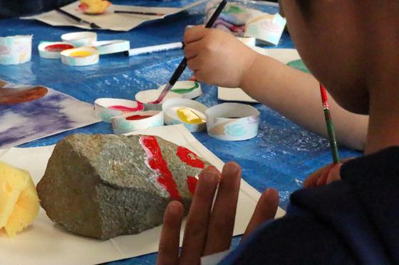 第4回こども美術教室 ~ 石に描いてペーパーウェイト ~_e0222340_14292167.jpg