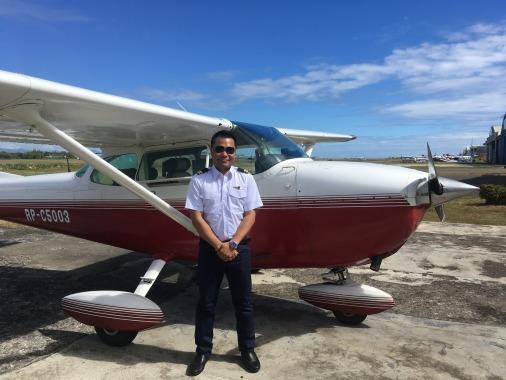 フィリピン人も体験操縦!_f0210164_08533764.jpg