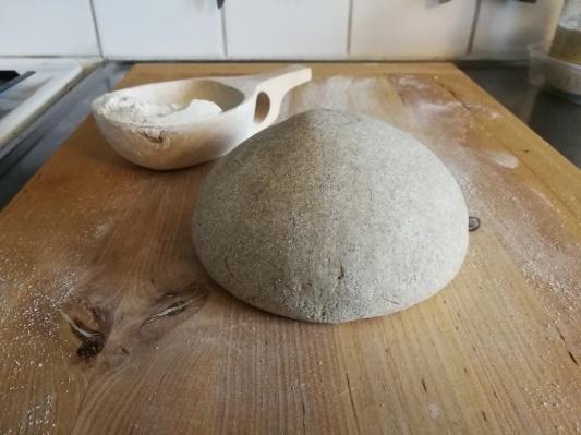 ライ麦粉で自家製酵母 サワードウ _d0090294_22545977.jpg