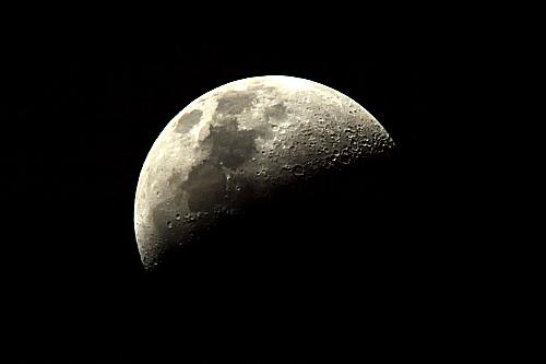 (続)伊勢志摩の夜話。連日連夜の好天に「月」を天体望遠鏡で覗いている・・・。_b0169522_20462282.jpg