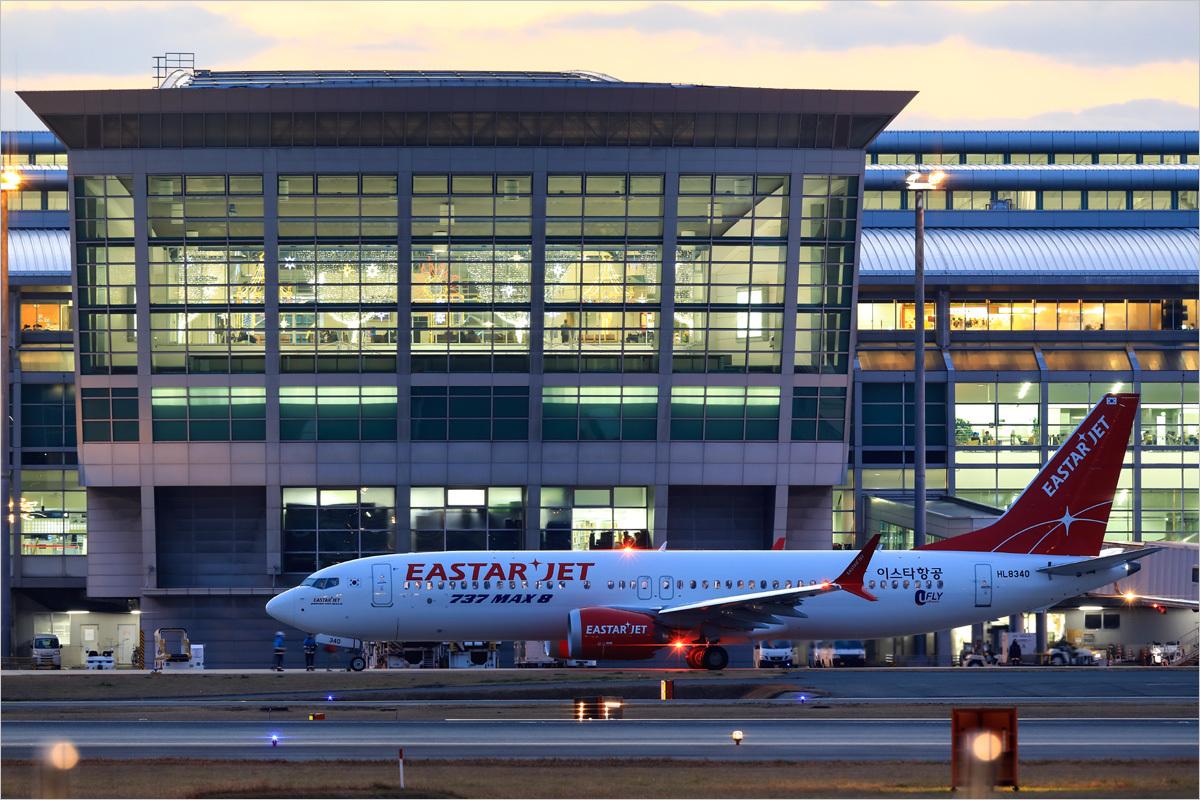 737MAX8 - 福岡空港_c0308259_01300554.jpg