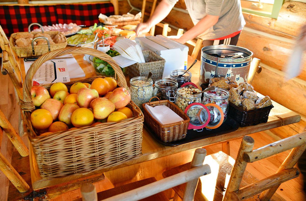 カナダの山小屋の食事で、フレッシュな野菜や食材がたくさん提供される理由とは?_d0112928_06051774.jpg