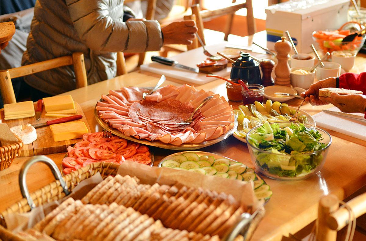 カナダの山小屋の食事で、フレッシュな野菜や食材がたくさん提供される理由とは?_d0112928_06053097.jpg