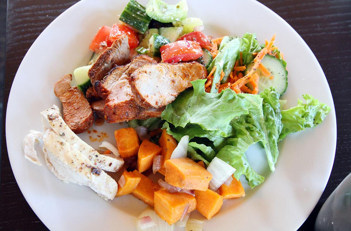カナダの山小屋の食事で、フレッシュな野菜や食材がたくさん提供される理由とは?_d0112928_06053173.jpg