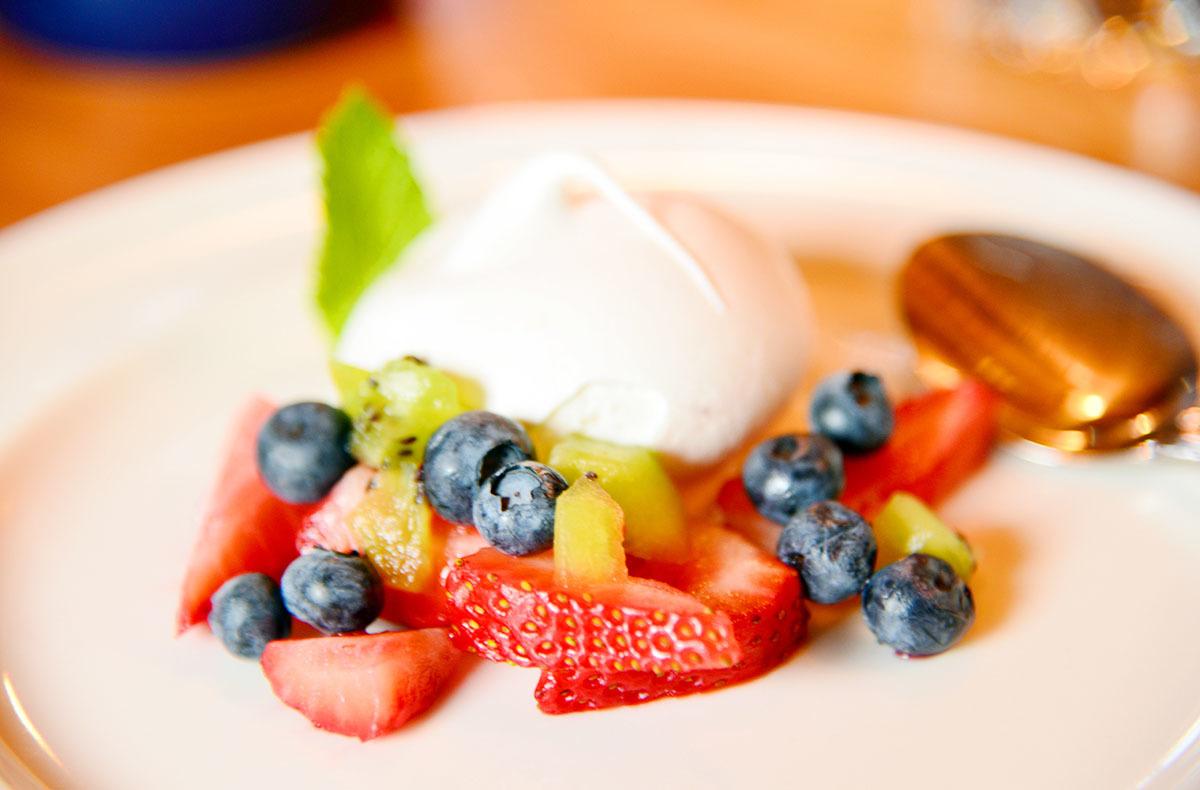 カナダの山小屋の食事で、フレッシュな野菜や食材がたくさん提供される理由とは?_d0112928_06054798.jpg